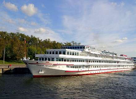 3-Star Russian River Cruise - Moscow - Golden Ring - St. Petersburg - 12 Days (CR-02)